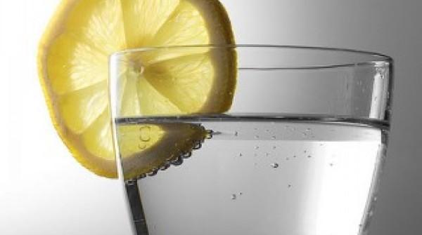 copo-com-agua-gasificada-limao